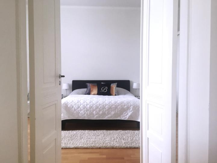 Makuuhuone ennen jajälkeen