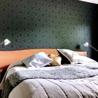 Kolmen makuuhuoneen muutostyö – vinkkejä tapetointiin ja maalaamiseen