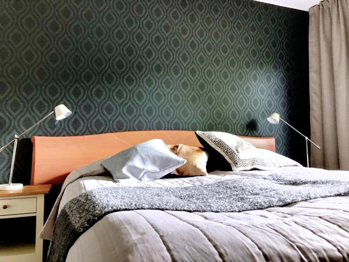 Kolmen makuuhuoneen muutostyö – vinkkejä tapetointiin jamaalaamiseen