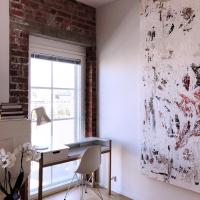 Taidetta ja designia loft-kodissa