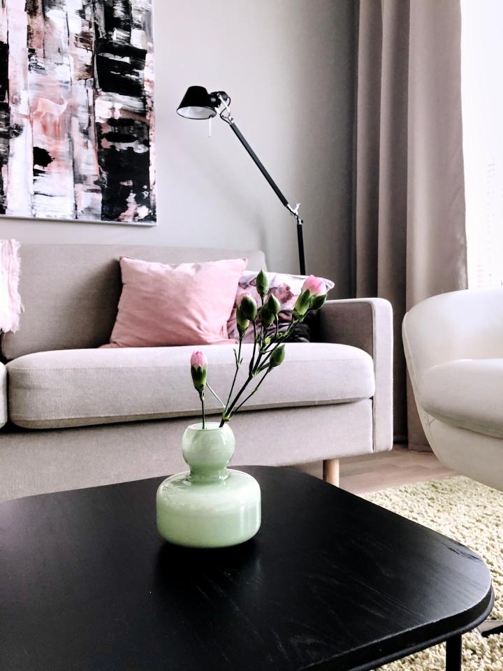 Vaaleanpunaista ja vihreää – tarina pienen kodinsisustuksesta