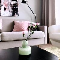 Vaaleanpunaista ja vihreää – tarina pienen kodin sisustuksesta